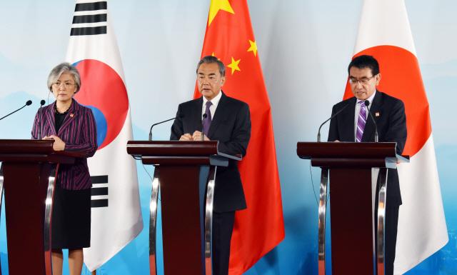 [韓中日 외교장관 회의]'미래지향 3국 협력' 한목소리…'과거'엔 온도차