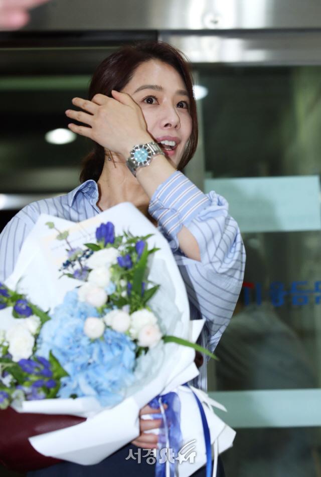 김현주, 꽃다발 받고 활짝~ (왓쳐 종방연)