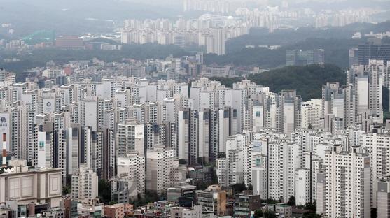지난달 서울 주택거래, '똘똘한 한채' 노리는 '원정투자' 크게 늘어