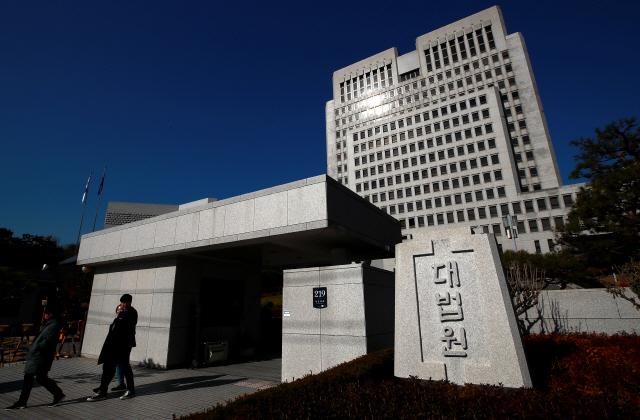 '병원 법카' 받아 3.5억 쓴 복지부 간부 징역8년 확정