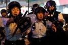 홍콩 경찰, 시위대에 1발 이상 발포...中 무력진압 초읽기