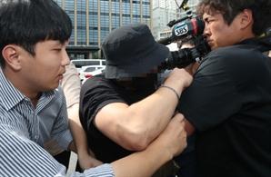 """'日 여성 폭행 영상' 속 한국 남성 경찰 조사…""""폭행 없었다"""" 주장"""