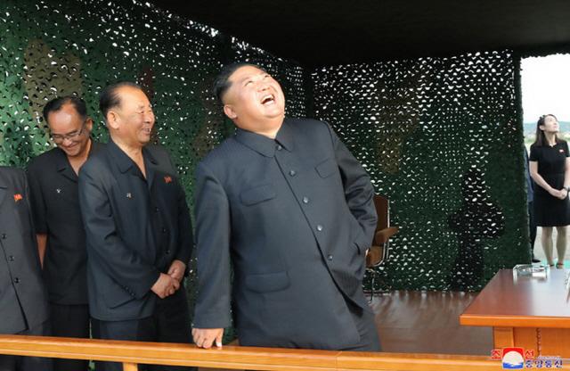 지소미아 종료 갈등 상황서 '신형 방사포' 쏘아올린 北