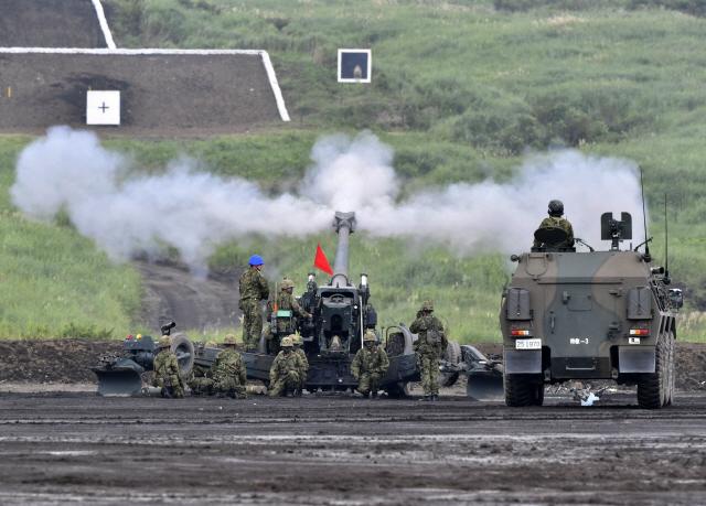 일본 자위대 연례훈련 일반공개...실탄 35톤 사용