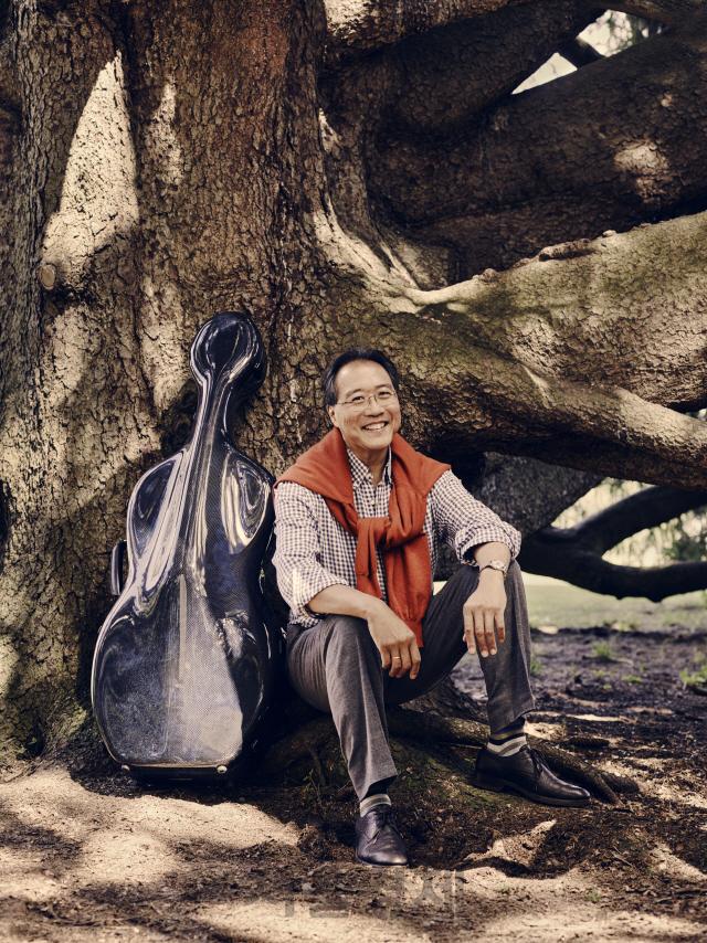 요요마 '치유의 힘 느껴지는 바흐 첼로곡, 분열 딛고 함께하는 미래 그리죠'