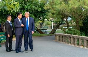 """산케이 """"트럼프, 문 대통령 김정은에 무시당하고 있어""""…G7서 문재인 비판"""