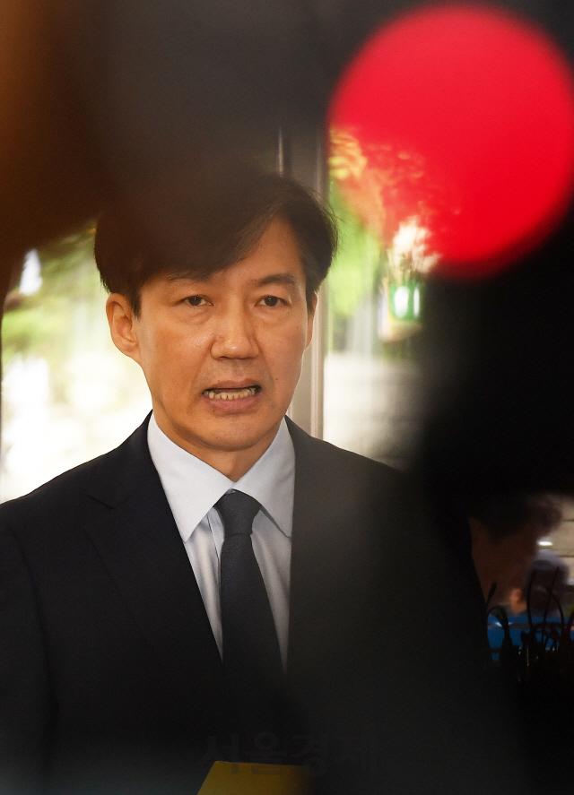 [서초동 야단법석]'정책 재탕' 해놓고 '자세히 보라'는 조국