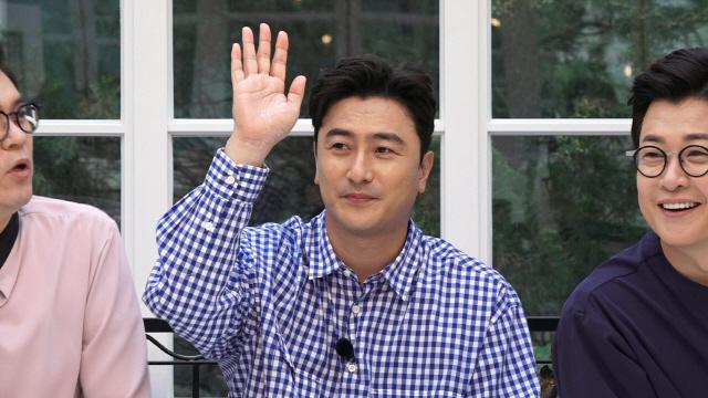'뭉쳐야 찬다' 안정환 감독, 두 번째 유니폼 제작 준비..새 유니폼 후보 공개