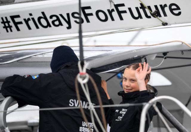 스웨덴 10대 환경운동가, 태양광 요트로 대서양 횡단...反환경 트럼프에 일침
