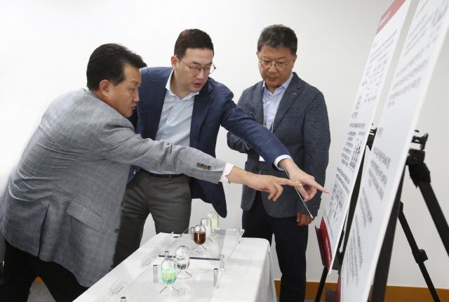 구광모 LG회장 '도전적 R&D로 소재·부품 육성'