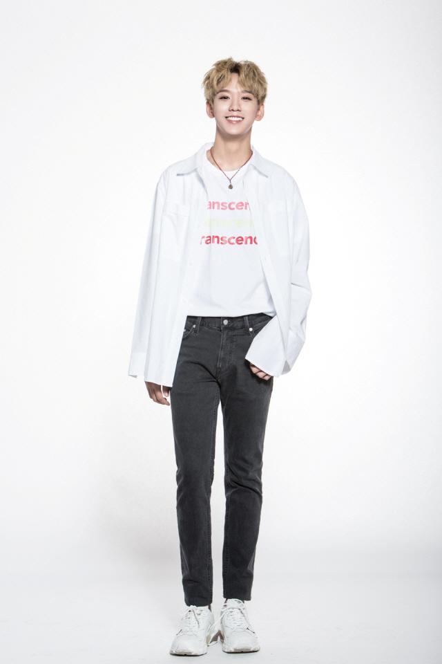 '프듀X101' 토니, 새 프로필 사진 공개..청량-시크 오가는 훈훈함