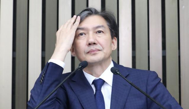 """조국, 해명요구에 """"모르겠다""""…사회자 """"별도 취재하길"""""""