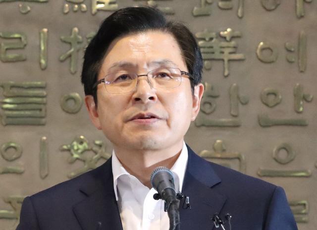 황교안, 文 향해 '조국-경제파탄' 투 트랙 맹폭