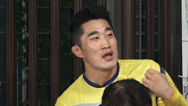 '뭉쳐야 찬다' 김동현, '골키퍼 그만 하고 싶다' 폭탄선언