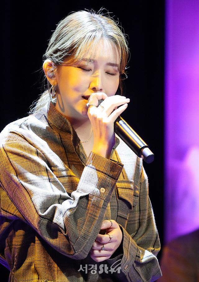 """[종합] 케이시, 가을 감성 자극 """" 목소리 하나로 가슴을 울릴 수 있는 가수"""""""