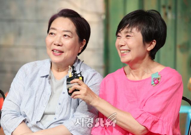 양희경-성병숙, 25년 우정 과시 (연극 안녕 말판씨)