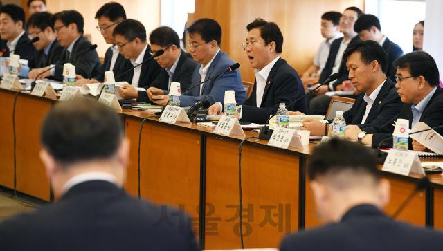 민관합동 무역전략조정회의에서 발언하는 성윤모 장관