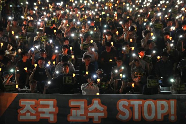 '조국 사퇴' 서울대 3차 촛불집회..'법무부장관 자격 없어'