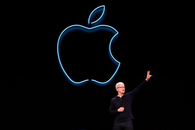 신형 아이폰 공개 앞두고 '중국 노동법 위반' 논란 휩싸인 애플