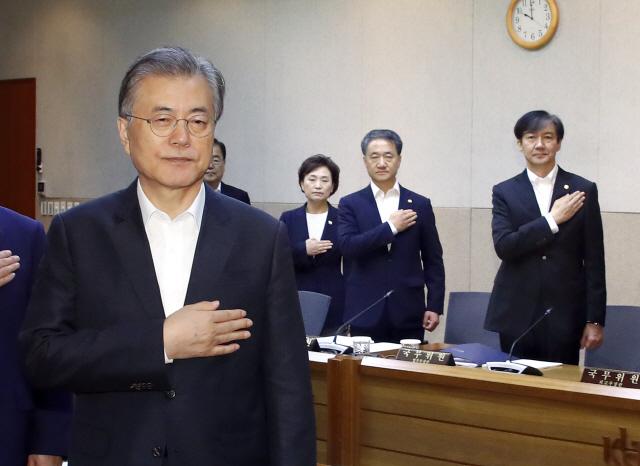 문 대통령 '소재·부품·장비는 한일 관계 넘어 한국경제 100년 기틀…'