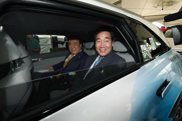 문의장·이총리 '현대차 노력 대단…수소경제 성공해야'