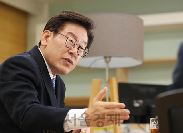 '2층 거사 이재명'…더 낮은자세로 직원과 소통하며 도정 운영