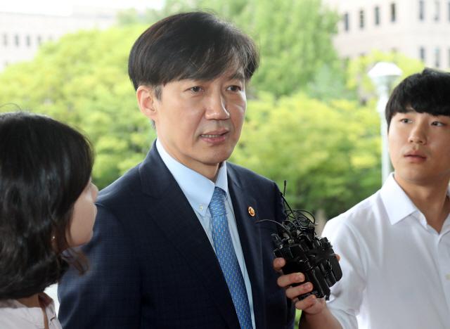 조국 연이은 '광폭행보'…'2기 법무검찰개혁위 발족하라'
