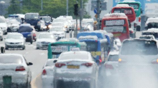 전국 고속도로교통상황 귀성길 정체 시작…'평소 주말보다 교통량 많아'