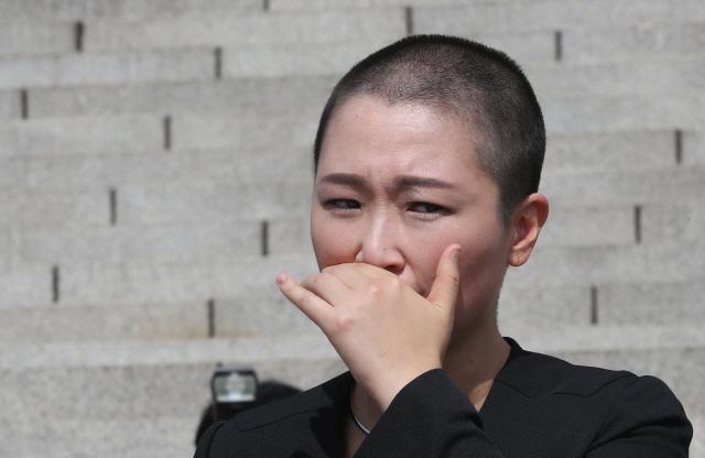 이언주에 박인숙까지 '조국OUT' 삭발…'왜 여성만 앞세우나' 의견도