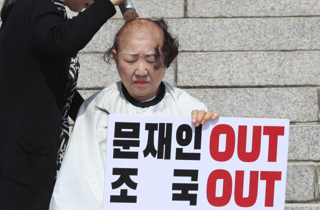 박인숙 삭발식에서 '조국 파이팅'이 튀어나와? 어휴 깜짝이야