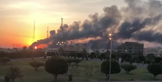 [사진] 불길 휩싸인 아람코 정유시설
