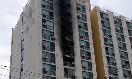 추석 당일 어머니 사는 집에 방화…아파트 주민 200여명 긴급대피