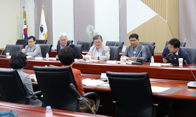 경기 꺾였는데 소주성·부동산 규제 강행...'정책 오판' 도마위에