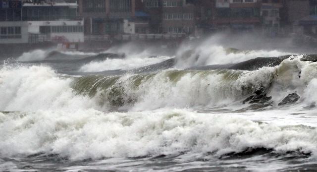 17호 태풍 타파에 오전 11시부터 부산∼거제 거가대교 전면 통제