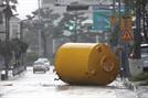 [태풍 '타파' 피해 속출] 대형트럭 쓰러지고...집 무너져 숨지고...