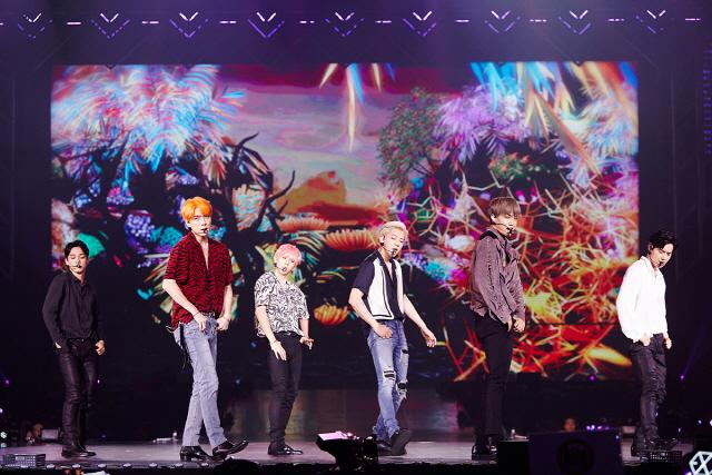 엑소, 방콕 콘서트 대성황..3만 3천 관객 열광
