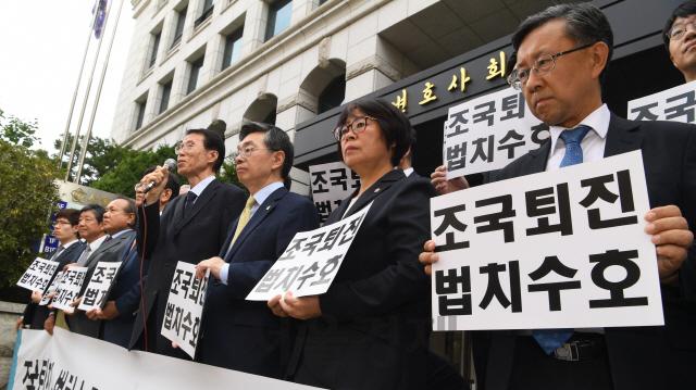 前 법무장관·검찰총장도 '조국 퇴진' 시국선언 참여