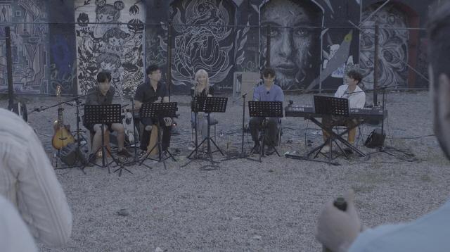 '비긴어게인3' 베를린 마지막 버스킹 공개, 'VIVA 청춘' 부르며 안녕