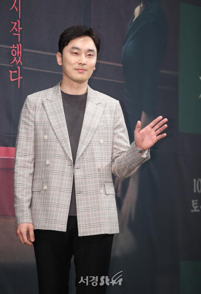 서현우, 훈훈한 손인사 (모두의 거짓말 제작발표회)