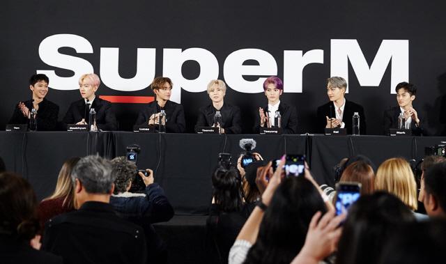 SuperM, 첫 미니앨범 발매 기념 美 LA 프리미어 이벤트 '성황'