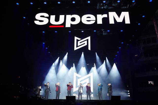 SuperM, 美 할리우드 쇼케이스 대성황..신곡 무대 최초 공개