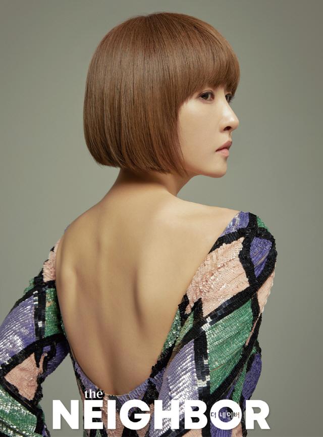 김선아, 고급스러운 자태와 세련된 스타일 패션 화보 공개