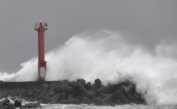 '매우 강한 중형급' 19호 태풍 하기비스 도쿄 때린다…'일본 열도 초비상'