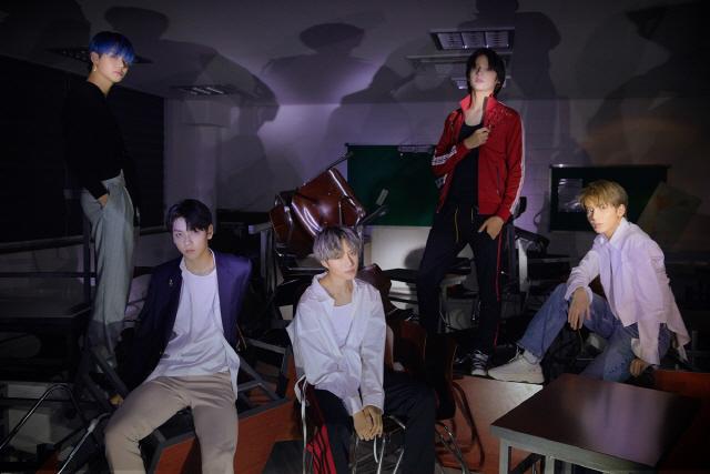 투모로우바이투게더, 첫 번째 정규 앨범 콘셉트 포토 추가 공개..기대감 증폭