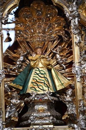[休]해골로 꾸며진 성당…45㎝ 아기예수 조각상도