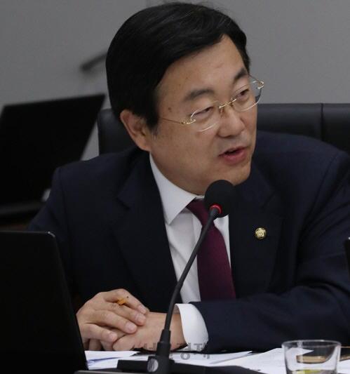 '보훈처 직원의 보훈병원 진료비 감면은 김영란법 위반'