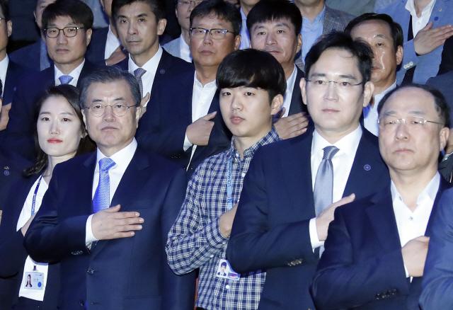 文 '핵심 소부장 자립화로 '누구도 넘볼 수 없는 디스플레이 강국'으로'