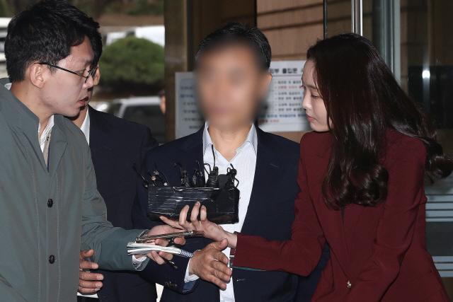 [속보] '버닝썬 경찰총장' 윤 총경 구속… '혐의 상당부분 소명'