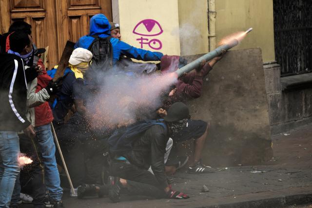 '유가보조금 폐지 안돼'...박격포 쏘는 에콰도르 시위대