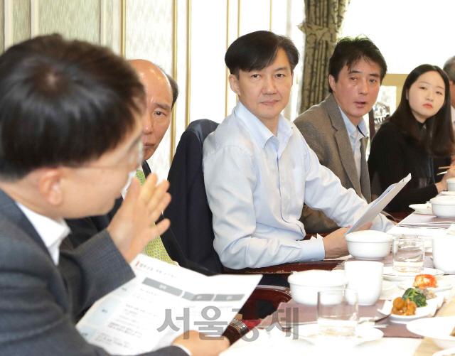 '검찰 사건배당 AI로 해달라'…조국, 시민들과 검찰개혁 간담회
